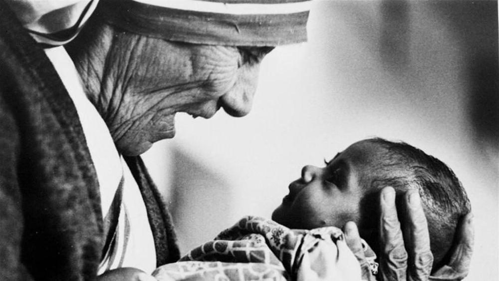 Rita Ora, una canzone per Madre Teresa