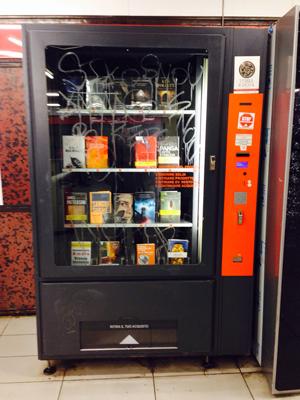 Distributore automatico di libri in vendita il cibo per for Libri vendita